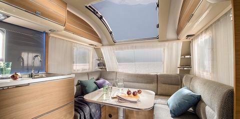 Wohnwagen Adria Adora – Wohnen im Atrium-Stil