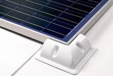 SOLARA ABS-ECK-SPOILER Die optimale Befestigung - ABS-Spoiler sind die optimale Befestigung für Solarmodule. Sie sind in weiß erhältlich und perfekt fürs Wohnmobil, Reisemobil, Camper oder den Caravan geeignet. Einfach kleben statt schrauben. Durch ihre aerodynamische Form sind Sie zugleich Montagesystem und Windabweiser, damit keine störenden Fahrgeräusche entstehen können. Wir verwenden ausschließlich hochwertigen, spezialbeschichteten, UV-beständigen ABS-Kunststoff damit unsere Haltespoiler dauerhaft form- und farbstabil bleiben. Die ABS-Spoiler sind abgestimmt auf verschiedene Solarmodulbreiten und herstellerübergreifend einsetzbar. Zusätzlich gibt es Montageecken und Verbinderprofile, die universell einsetzbar sind. Die Spoiler werden mit unserem speziellen ABS-Kleber dem SOLARA FIX PACK auf dem Fahrzeugdach verklebt, die Solarmodule werden mit Hilfe von Schrauben (im Lieferumfang enthalten) mit den Spoilern verbunden.