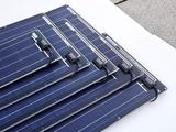 SOLARA Solarmodule ohne Rahmen werden direkt auf dem Fahrzeugdach oder Bootsdeck aufgeklebt oder aufgeschraubt. Auf stabilen Untergrund sind die SOLARA Module begehbar. Die Oberfläche (Nowolon) ist rutschfest und schmutzabweisend wie Teflon. Die beschichtete Aluminium-Sandwich-Trägerplatte stabilisiert das Solarmodul und leitet die Wärme ab.